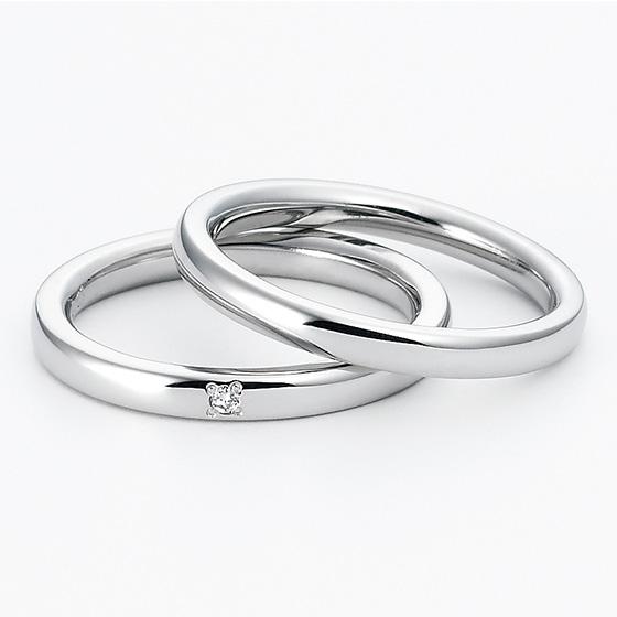 シンプルなストレートタイプのマリッジリング。ほどよいボリューム感があり、着け心地の良い結婚指輪です。