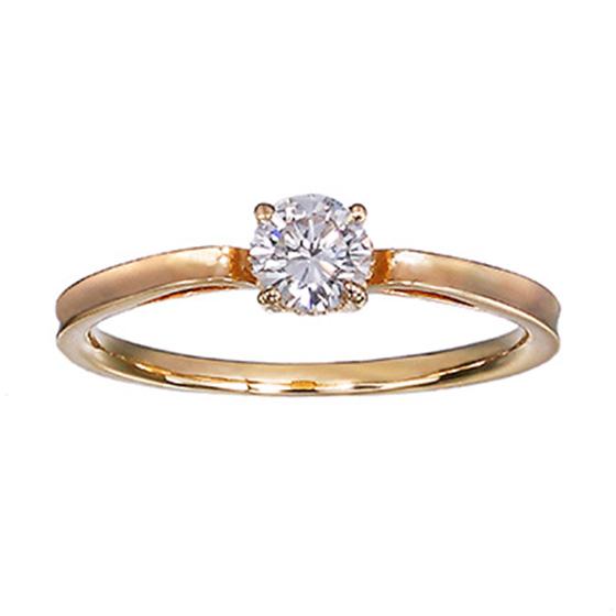 ゴールドのシンプルなストーレートラインにセッティングした婚約指輪。