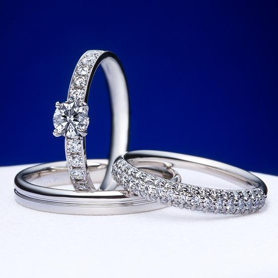 まばゆい輝きを放つ、2本のダイヤモンドリング。女性の憧れるデザインを最高の品質のダイヤモンドで仕上げたセットリングです。