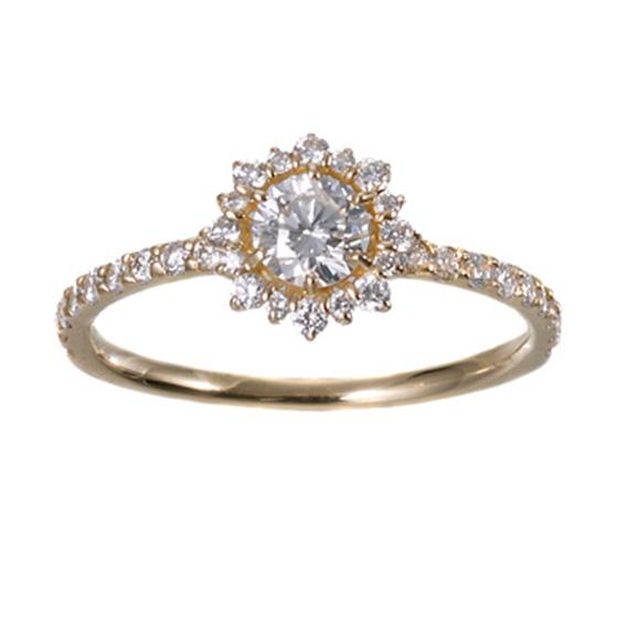 まるでダイヤモンドのお花が咲いたかのような華やかなエンゲージリング。特別な時に着けたい指輪はゴージャスに!