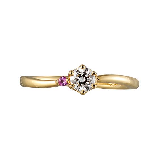 サイドにピンクの石をあしらったキュートな印象の婚約指輪。