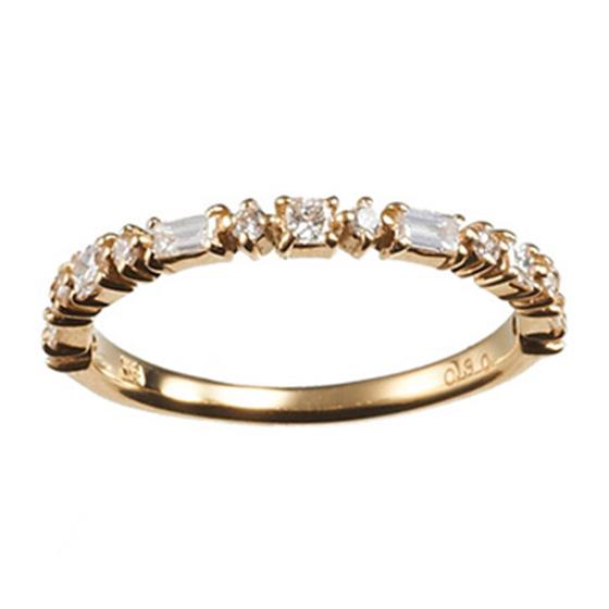 いろんなカットのダイヤモンドを使用したエタニティリング。動かすたびに様々なきらめきが楽しめるデザインです。