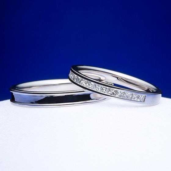 四角のダイヤモンド(プリンセスカット)を敷き詰めたエタニティタイプの結婚指輪。