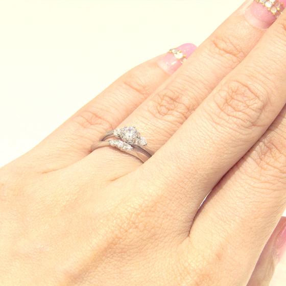 >程よいボリューム感と、ダイヤモンドの華やかさで注目度アップのセットリング♡