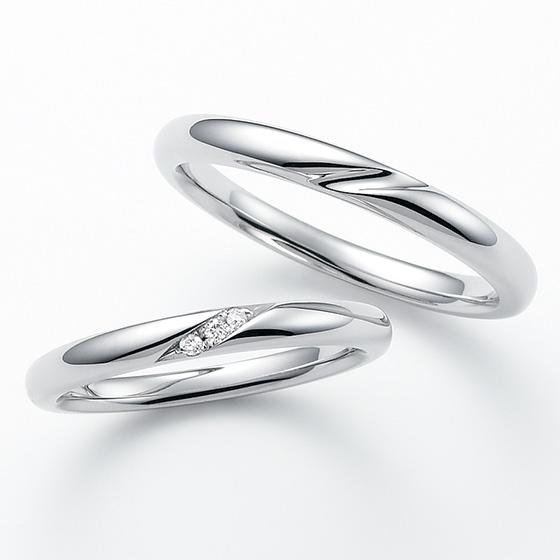 シンプルなストレートのデザインにダイヤモンドを埋め込んだ使いやすいマリッジリング。さりげなく留められたダイヤモンドは引っ掛かりもなくデザイン性も高い。