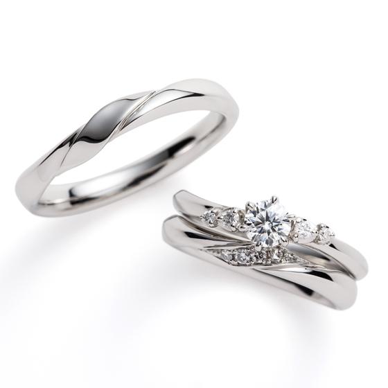 >婚約指輪と結婚指輪のダイヤモンドのセッティングを変え、セットで着けた時のきらめきを最大限に感じるセットリングです。