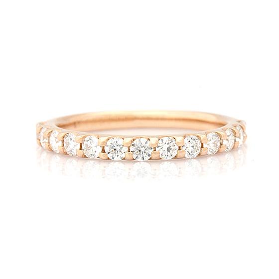 爪留めタイプのハーフエタニティリング。ピンクゴールド×ダイヤモンドは華やかさが増します。