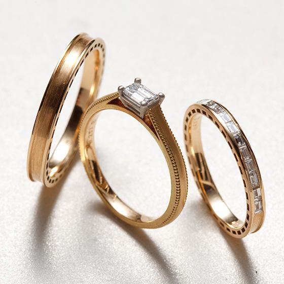 ダイヤモンドのカッティングがエメラルドカットでそろえたセットリング。ダイヤモンドの強く放つ白い輝きを楽しんで。