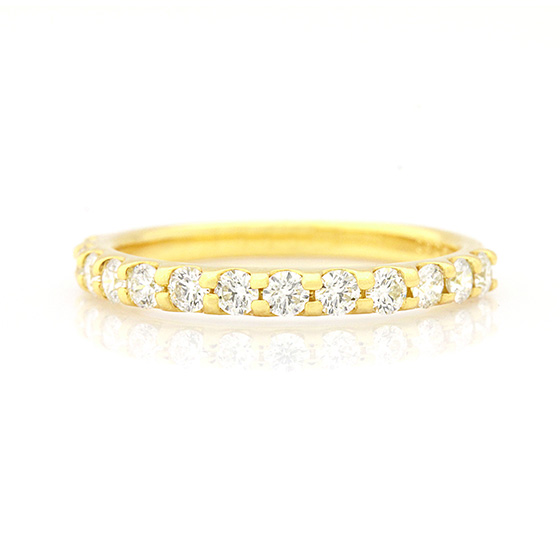 爪留めタイプのハーフエタニティリング。イエローゴールドがダイヤモンドをより華やかにしてくれます。