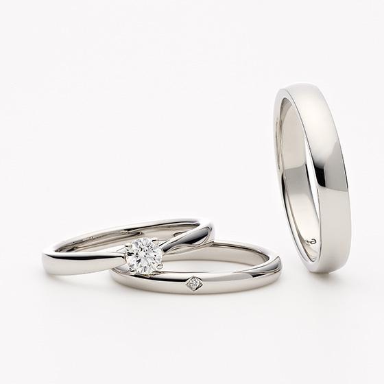 王道のシンプルデザイン。いつもそばで見守るように、二人を照らすダイヤモンドが美しいデザインです。