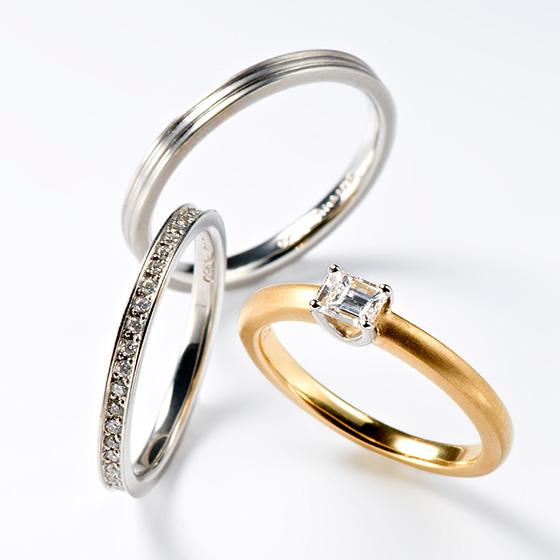 シンプルな婚約指輪にはエタニティタイプの結婚指輪がとてもよく似合います!