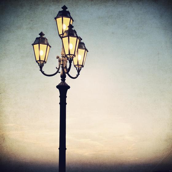 >いつもそばで見守るように ふたりを照らす あたたかな灯り