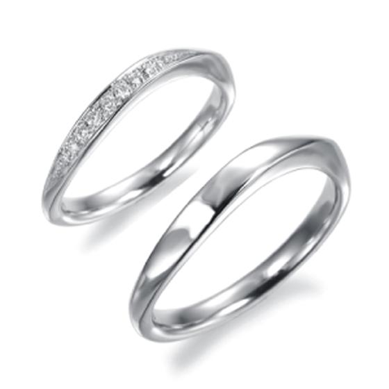 S字ラインにメレダイヤが効果的にセッティングされ、フォルムの美しさ・女性らしさを強調したデザインです。