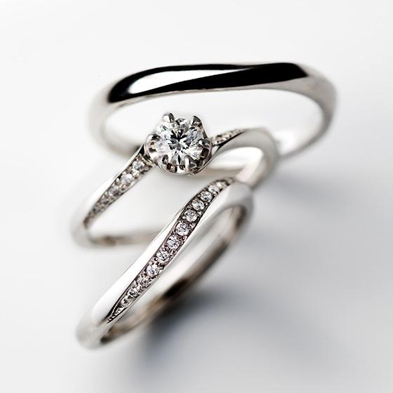 流れ…の名の通りダイヤモンドの流れるラインが美しいセットリング。
