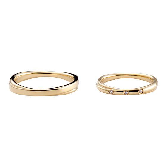 リングの左右からクロスさせた結婚指輪。全体的に動きがあり、男性にも人気のあるデザインです。
