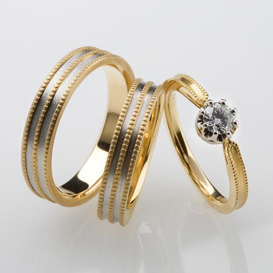 ミル打ちが3連になったゴージャスなつくりの結婚指輪。シンプルな婚約指輪を重ねて。