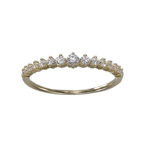 中央に向かうダイヤモンドをグラデーションにセッティングした流れの美しいエタニティリング。ゴールドのお爪がリングをきらきら魅せ、輝きを倍増させる。