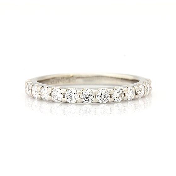 爪留めタイプのハーフエタニティリング。合計0.5ctの迫力あるダイヤモンドリング。パラジウムなので価格はリーズナブル。