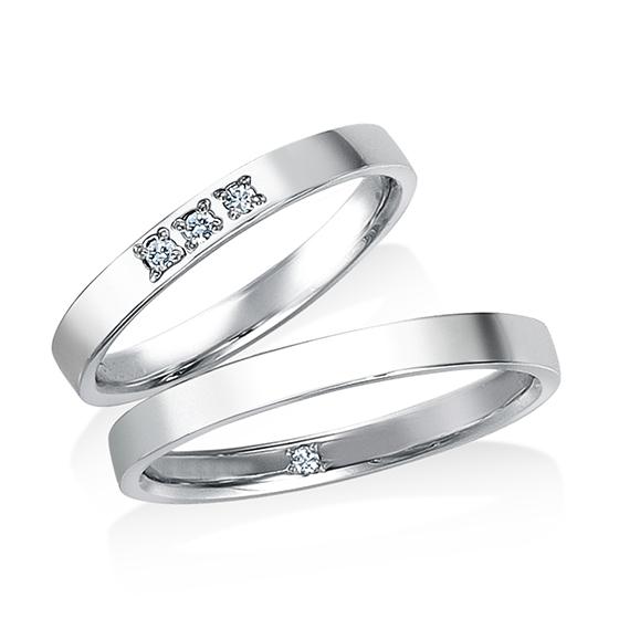 平打ちタイプの枠に、メレダイヤを3石埋め込んだベーシックなタイプです。