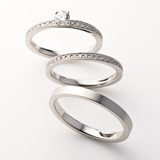 同じダイヤモンドの留め方でおつくりしているため、セットでつけると一体感が生まれるセットリング。