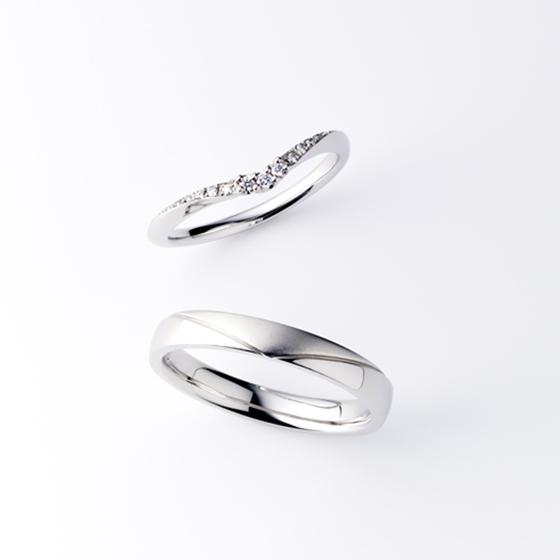 女性のお指をきれいに見せる細身でV字のデザインが人気のALBA。men'sは男性らしく、ボリュームのあるカッコいいデザイン。