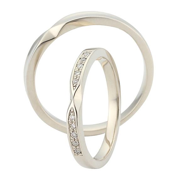 リボンタイプの結婚指輪(マリッジリング)レディースにはダイヤモンドがキラキラしていて可愛いです