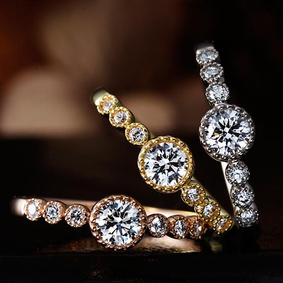 ダイヤモンドをミル打ちで囲まれたキュートな印象のエンゲージリング。