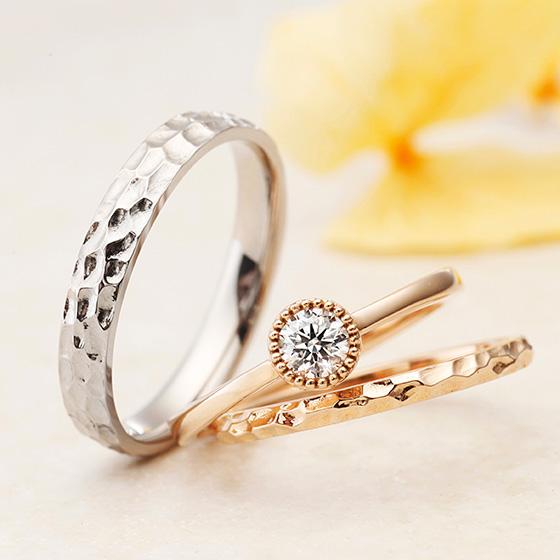 『あなたに癒される愛のある日々』をコンセプトにもつカルメ。ダイヤモンドとピンクゴールドの輝きを楽しめるセットリングです。