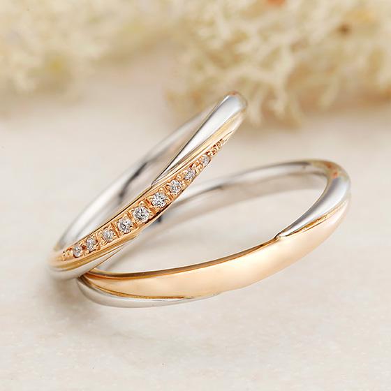 2色使いのコンビネーションリング。ピンクゴールド部分にダイヤモンドをセッティングすることで色味がはっきりとし、華やかな印象に。