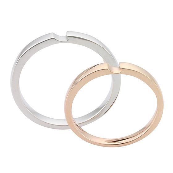 シンプルなストレートタイプの結婚指輪(マリッジリング)特徴のある凹みデザインが個性的。