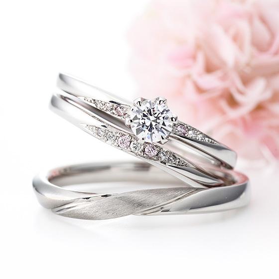 グラデーションにセッティングされたダイヤモンドがぴったりと重なる、流れの美しいセットリング。