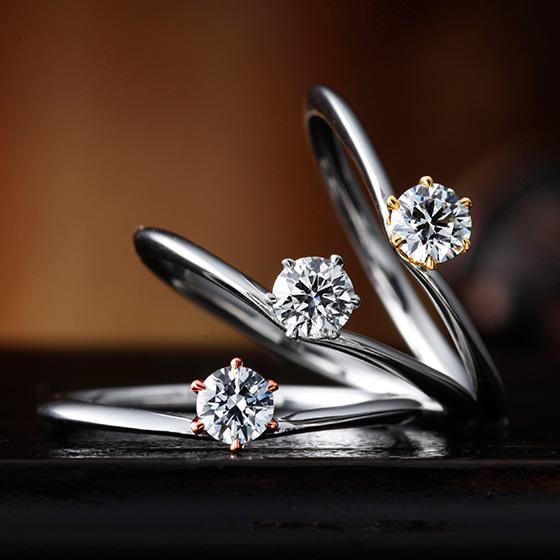 シンプルなV字デザインの婚約指輪。ダイヤモンドを支える爪の色味を変えることができ、さりげないおしゃれを楽しむことができます。