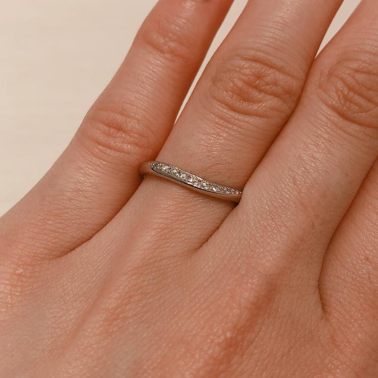 モニッケンダムはダイヤモンドカッターならではの特徴を活かし、豊富なダイヤモンドからその製品のデザインに最もふさわしい素材を厳選しています。