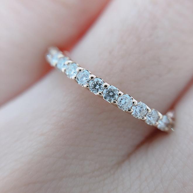 最高カットのハート&キューピットを使用しています。カットが良いダイヤモンドは光の反射率が効率よく、きらきらと細かな輝きで輝きが増して見えます。