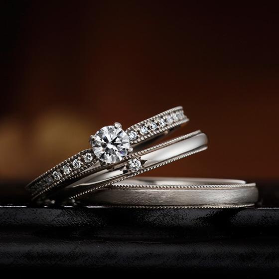 ダイヤモンドとミル打ちでデザインされたシンプルなセットリング。