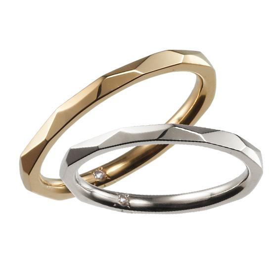 細身のストレートにランダムなカットを加えた結婚指輪。つややかなリングのきらめきが楽しめます。