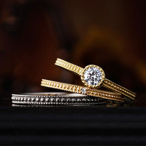 細身のデザインも、ゴールドのお色味にすることで華やかでおしゃれな印象に…。