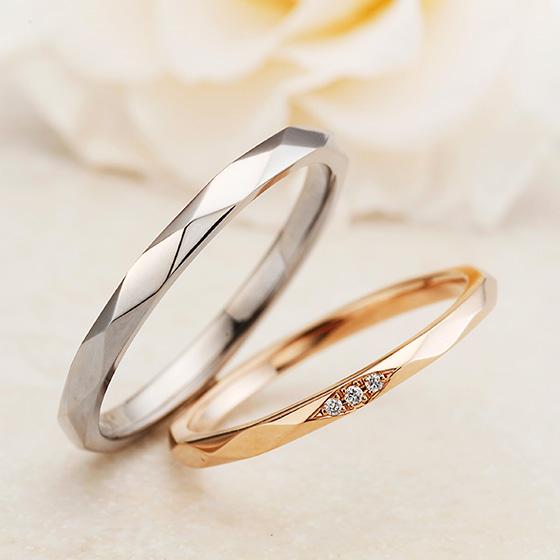 シンプルだけど、人とは違う繊細な造りのカットリングはおしゃれな二人にピッタリの結婚指輪です。