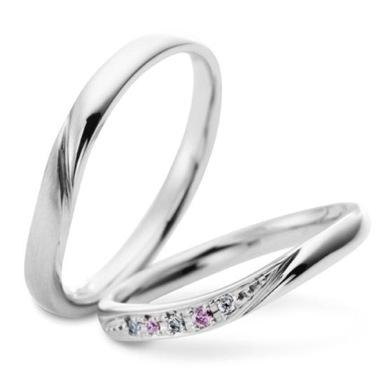 グラデーションにセッティングされたダイヤモンドは美しく女性の指を彩る。