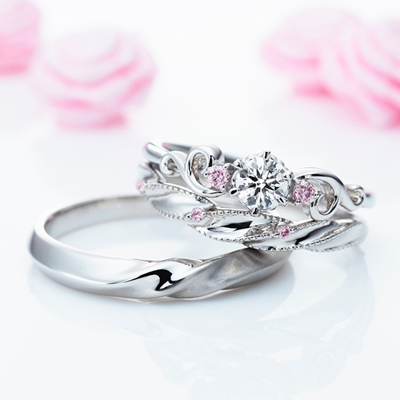 繊細なシルエットと、ピンクダイヤモンドが人とは違う、特別なデザイン。