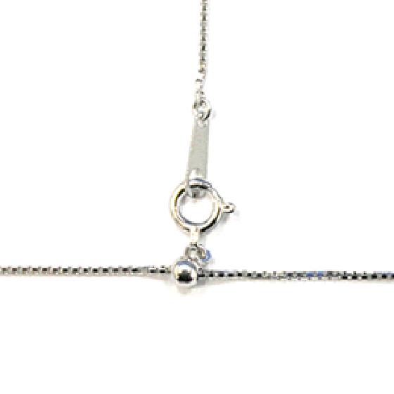 >長さ調整が自由に出来るスライド式フリーチェーンなら、ネックレスを着けたままでも細かい長さ調整が簡単に出来ます。