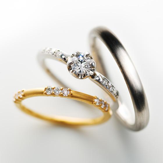 >サイドのダイヤモンドが埋め込みになっており、地金とダイヤモンドの輝きを楽しめるデザイン。