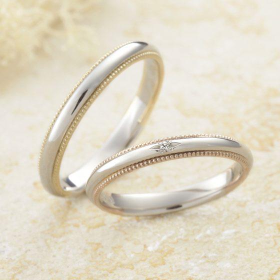 シンプルな甲丸の結婚指輪に色違いのミル打ちを施したデザイン。