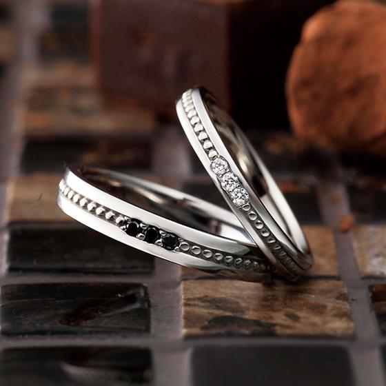 普段からもオシャレにつけていたい…そんな思いを込めた結婚指輪です。
