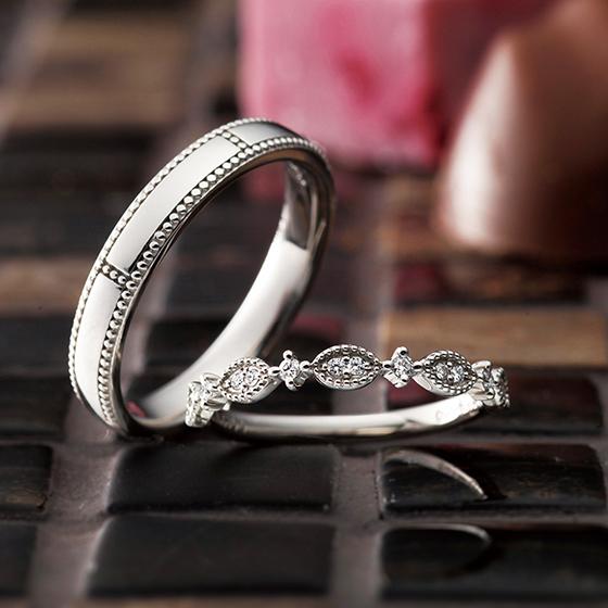 ミル打ちのアレンジをプラスしたアンティーク感のあるお洒落な結婚指輪。