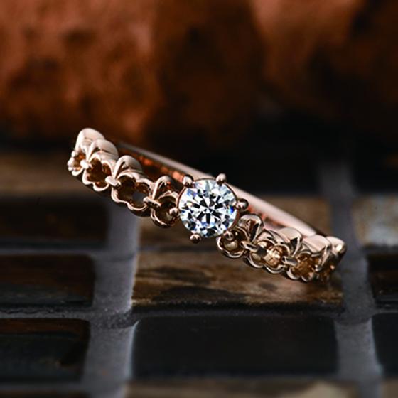 とめどないふたりの愛の泉(噴水)をイメージした婚約指輪。