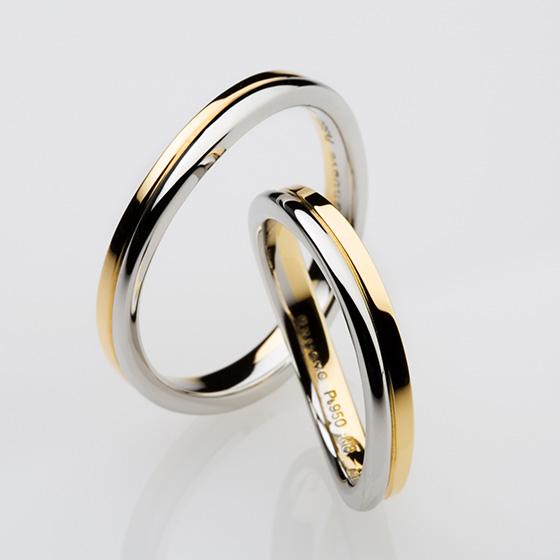 上下で色味の違うオシャレな結婚指輪。