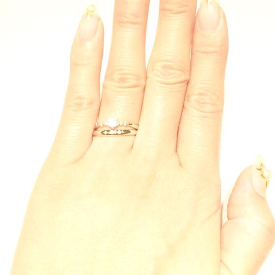 >等間隔に並べられたダイヤモンドがキュート♡清楚なイメージのセットリング