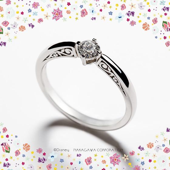 ベルの聡明で凛とした雰囲気を、シンプルなフォルムで内面的な魅力をサイドから見える唐草模様で表現した婚約指輪です。