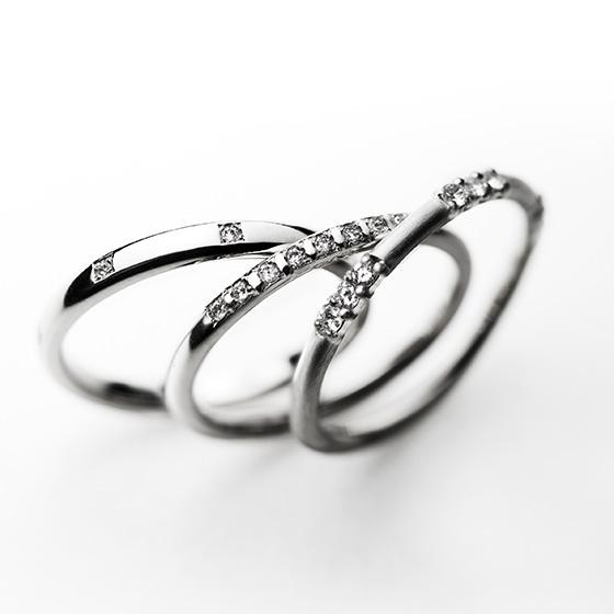 シンプルなストレートラインにダイヤモンドのセッティングをお好きな数に変えて頂けるリングです。